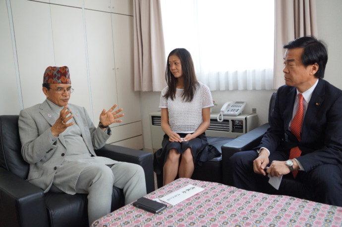 ネパール大使館弔問3
