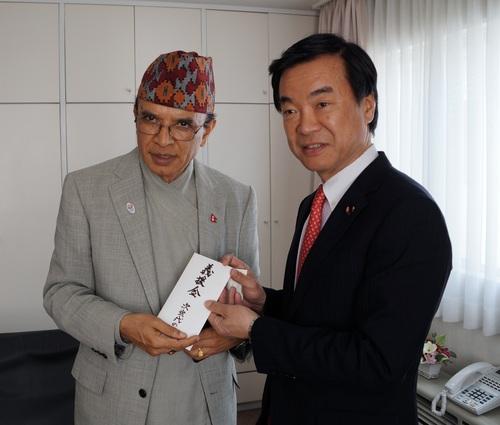 ネパール大使館弔問1